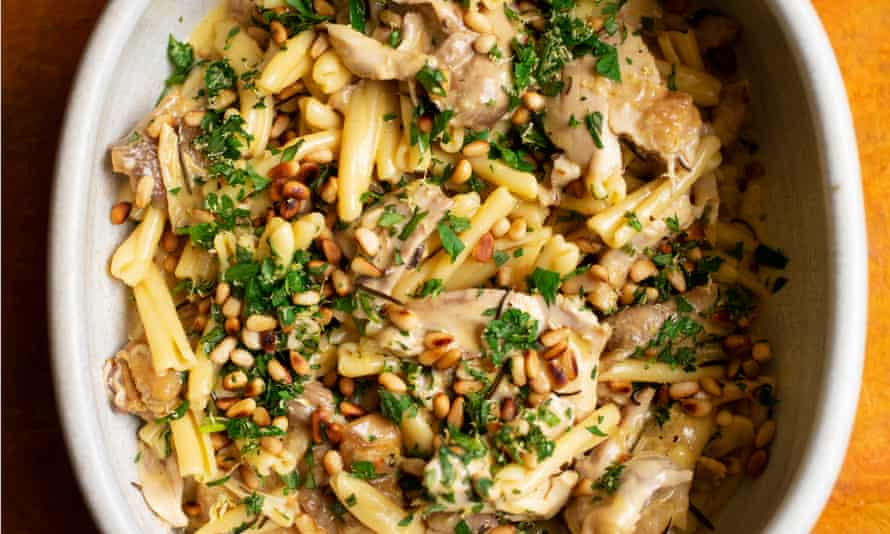 Let's twist again: pasta with roast chicken and pine kernels.