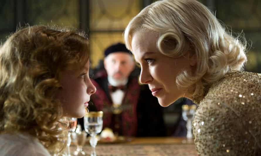 Dakota Blue Richards as Lyra with Nicole Kidman as Mrs Coulter in The Golden Compass (2007).