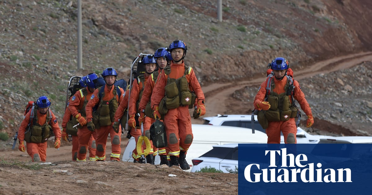 China ultramarathon: inquiry launched after 21 runners die in cold weather