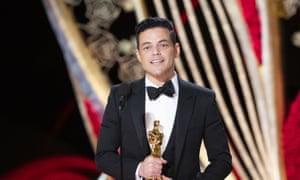 Rami Malek accepts the best actor Oscar.