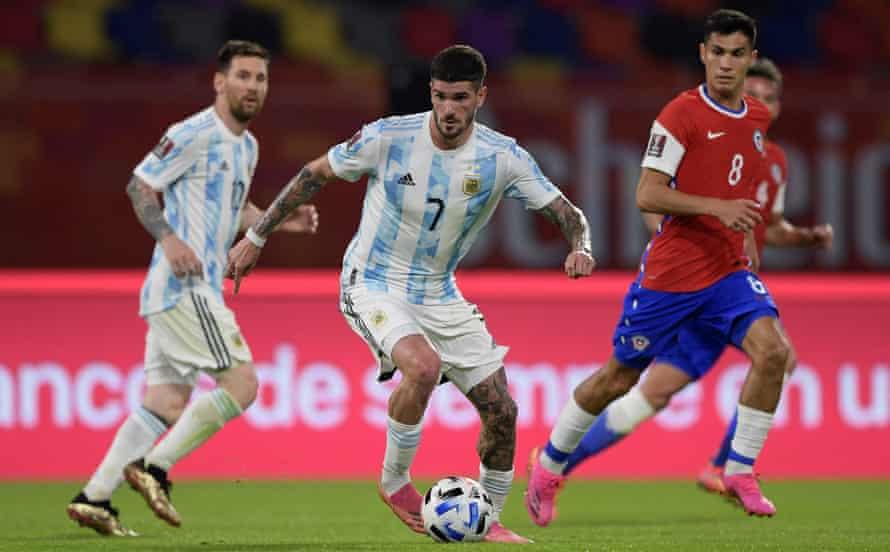 Rodrigo de Paul on the ball for Argentina