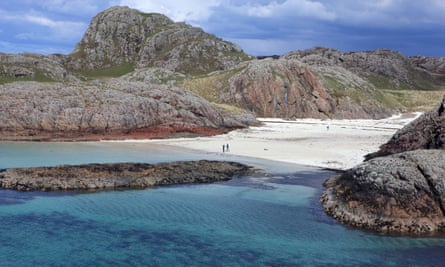 couple on the beach of Port Ban on the west coast of Iona