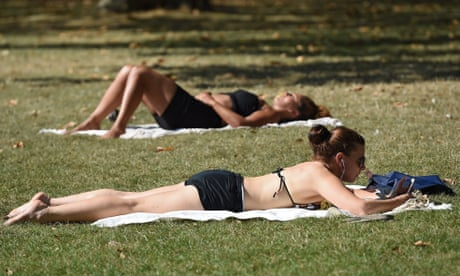 Top UK scientist urges people to take vitamin D supplements
