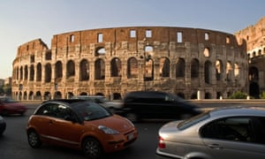 Traffic in front of the Colosseum, Rome. Diesel cars will be banned by 2024, the mayor says.