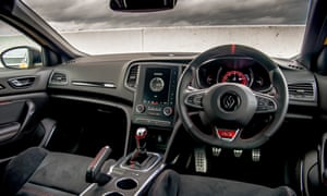 Command centre: the smart cockpit of the new RS 300 Trophy.