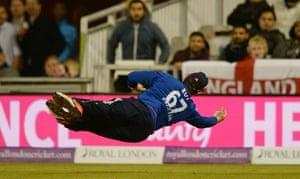Roy catches Agar.