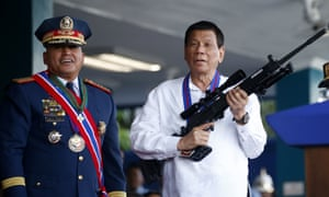 Rodrigo Duterte holds an Israeli-made Galil rifle