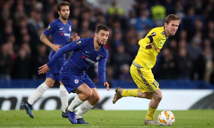 Aleksandr Hleb (right) turns away from his Chelsea's Mateo Kovacic and his former Arsenal team-mate Cesc Fàbregas.