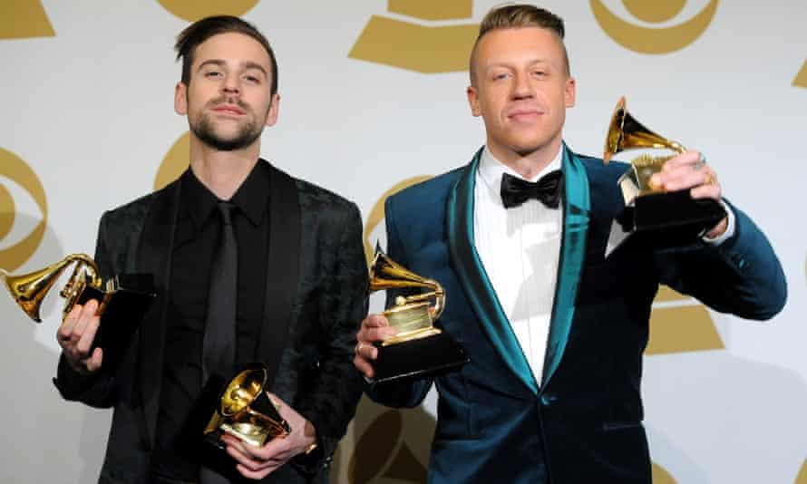 (L-R) Ryan Lewis and Macklemore at the 2014 Grammy awards.