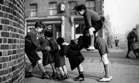 children playing in a british street in 1950