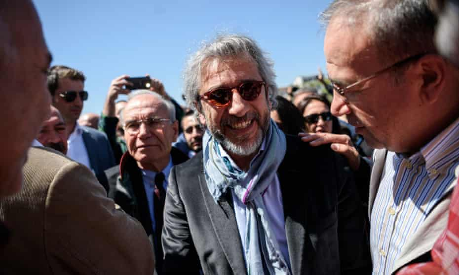 Can Dündar leaves court in Istanbul after a hearing on 22 April