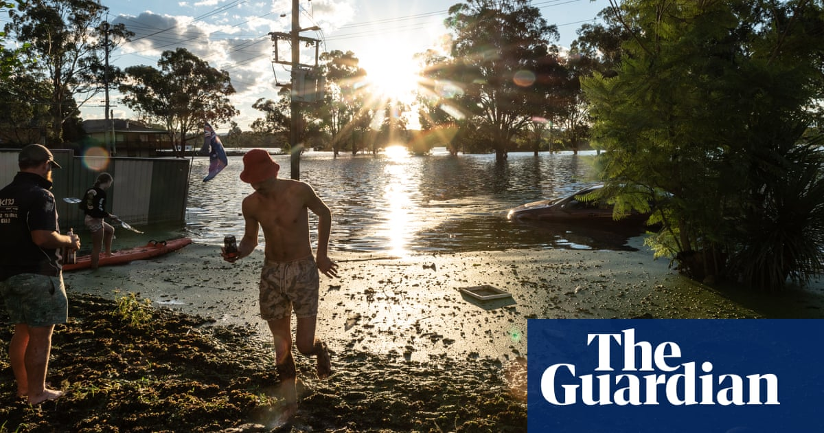 NSW weather eases but major flooding still occurring across state