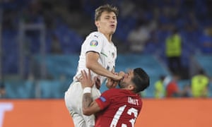 Italy's Nicolo Barella, left, fights for the ball with Turkey's Umut Meras.