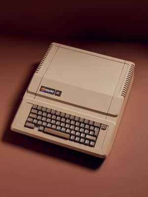 Apple IIe (1983) home computer