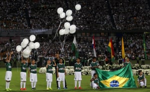 Thousands of people gathered at Atanasio Girardot stadium in Medellín to pay tribute to the players of Chapecoense.