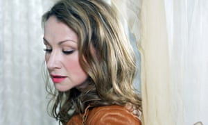 Joan Osborne: Songs of Bob Dylan review – tired covers of a