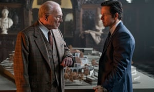 Christopher Plummer as J. Paul Getty and Mark Wahlberg as Fletcher Chase in All The Money in the World, 2017