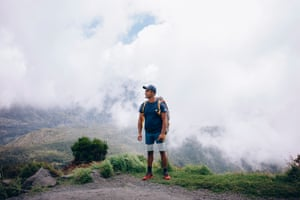 Cyril at the start of his tour, which will last two days, on the heights of the caldera at Mafate.
