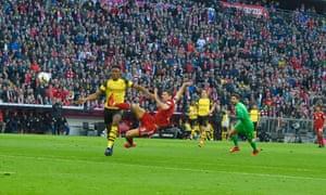 Robert Lewandowski makes it 2-0 to Bayern.