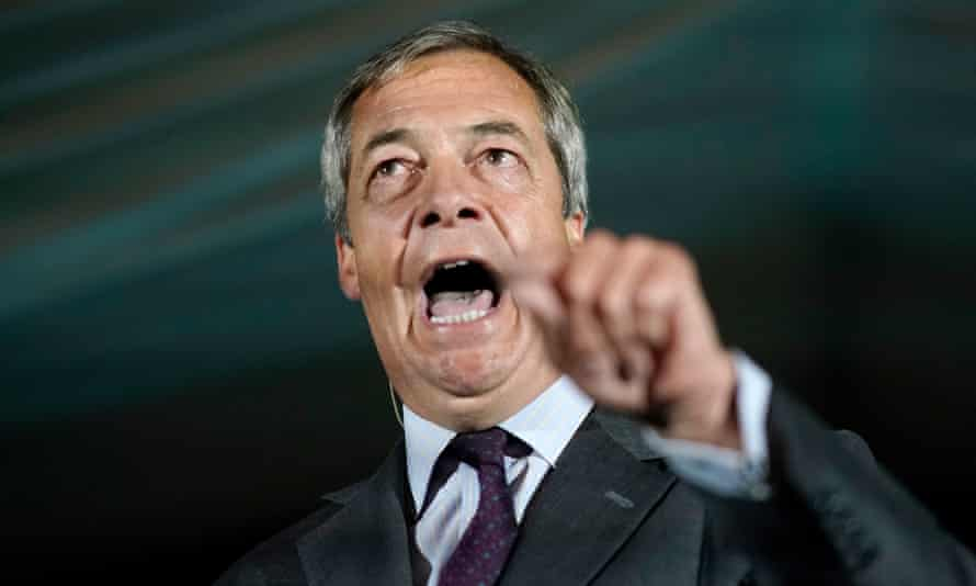 Nigel Farage gesticulates at Brexit party members