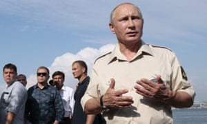 Explaining the day's discoveries: Putin completes the outing with one final photo opportunity while back on dry land