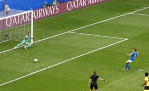 From the retaken penalty, Cristiana Girelli sends Scheider the wrong way.