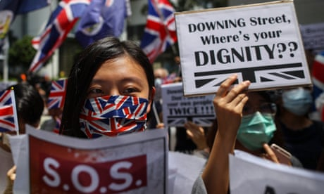 Hongkongers sing God Save the Queen in plea for UK support - video