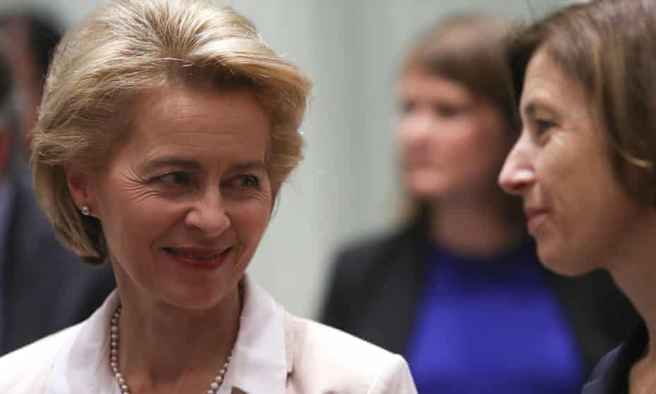 German defence minister, Ursula von der Leyen (L) and her French counterpart Florence Parly.
