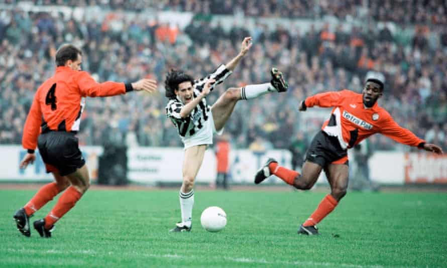 Paulo Sousa contests the ball with Jay-Jay Okocha in Juventus's Uefa Cup tie against Eintracht Frankfurt in 1995.
