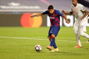 Suarez scores Barcelona's second goal.