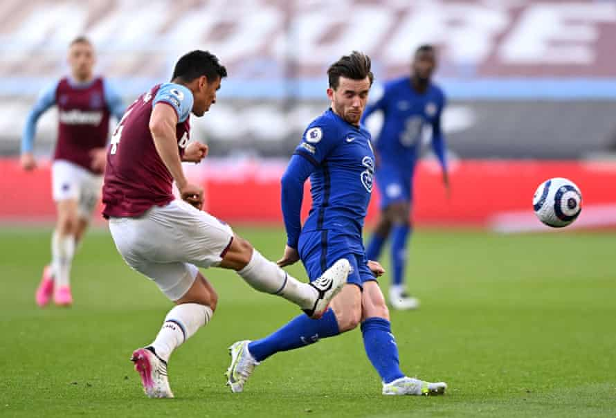 Fabián Balbuena fouls Ben Chilwell, a challenge which resulted in a red card after VAR recommended the referee reviewed his initial decision.