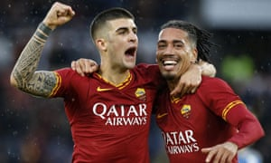 Chris Smalling celebrates with Roma teammate Gianluca Mancini