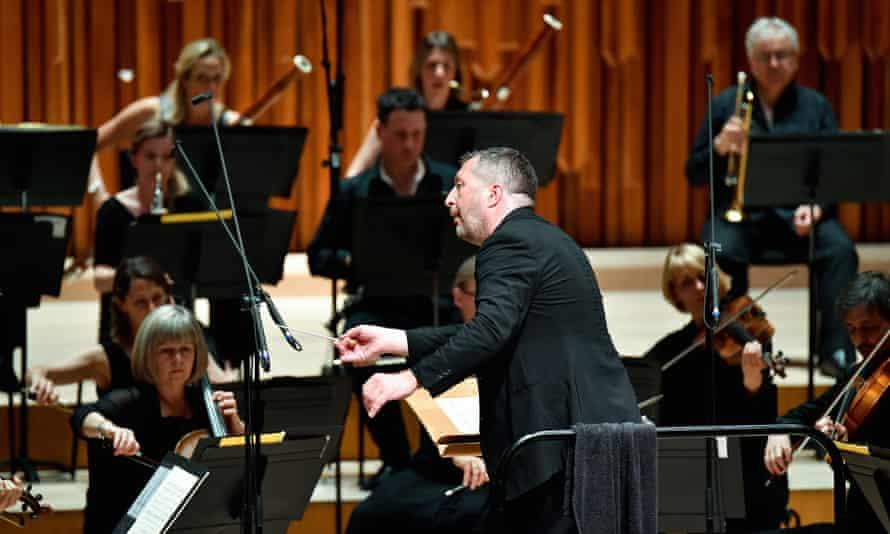 Thomas Adès conducts Britten Sinfonia.