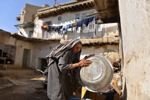 Hanifa washes the dishes