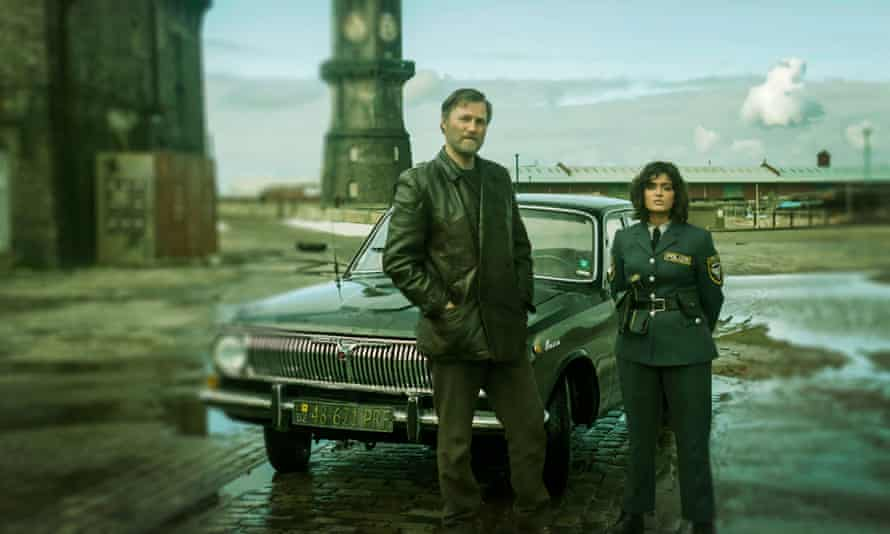 David Morrissey as Tyador Borlú and Mandeep Dhillon as Lizbyet Corwi in The City and the City.