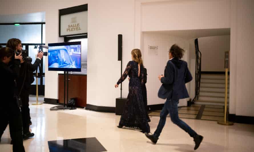 French actor Adèle Haenel leaves the César awards after Roman Polanski's award.