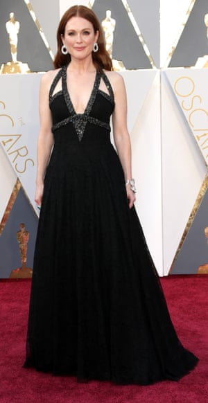 """Julianne Moore has arrived in Chanel and giant Polo mint earrings which makes things a lot easier for the whole """"get the Oscar look"""" industry which will be getting itself into gear in a couple of hours."""