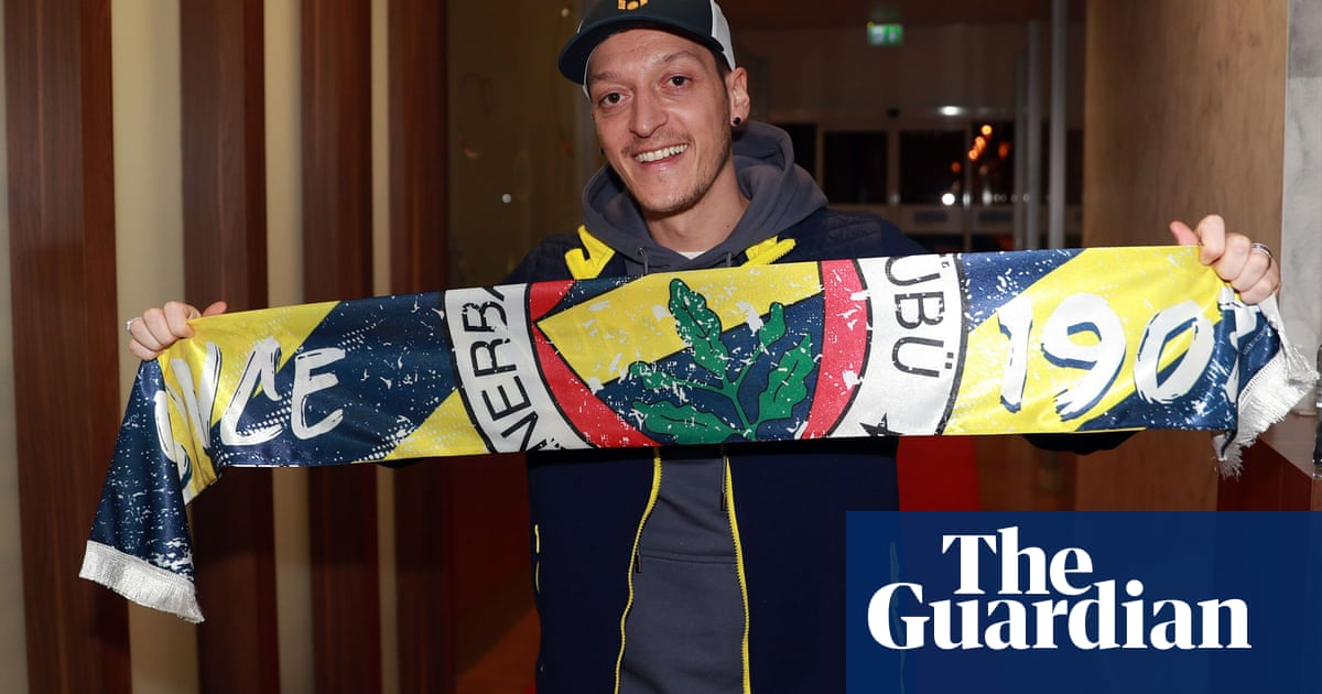 Mesut Özil says Arsenal goodbyes and flies out to complete Fenerbahce move