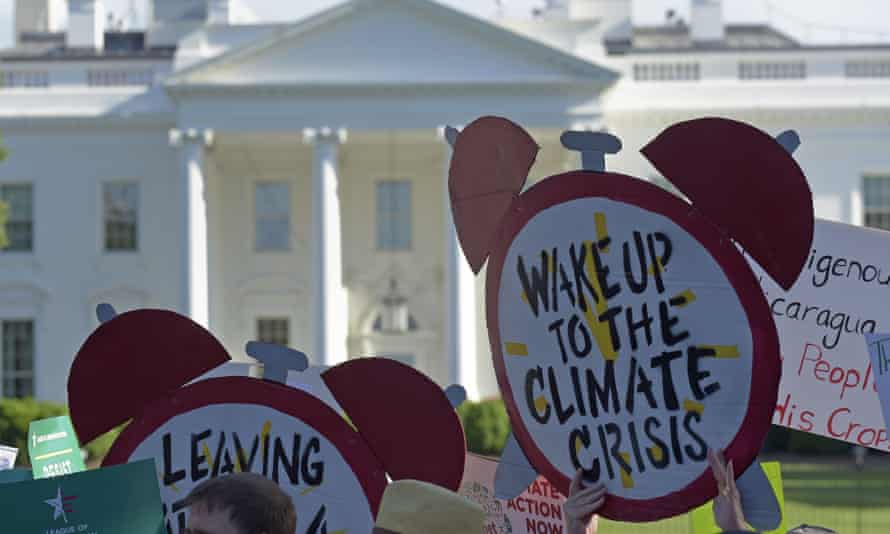 Bill Bray's 'Team Oil' sometimes shares information with lawmakers about how the fossil fuel industry thinks about climate change.
