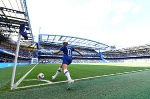 Guro Reiten of Chelsea takes a corner.