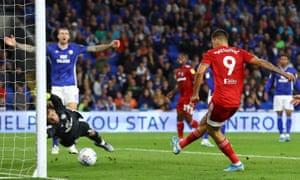 Aleksandar Mitrovic equalises for Fulham just before half-time.