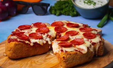 The Deep-fried BBQ Chicken-stuffed Pizzadilla contains around 7,275 calories.