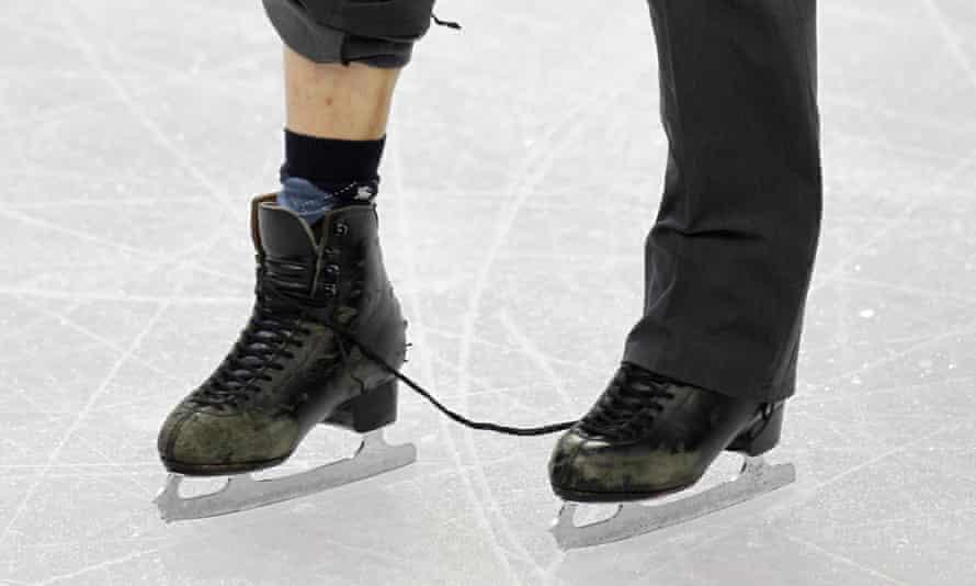 Nobunari Oda's broken laces.