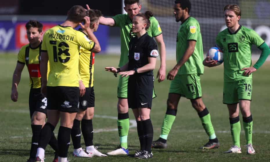 Referee Rebecca Welch explains a decision to players from Harrogate Town and Port Vale