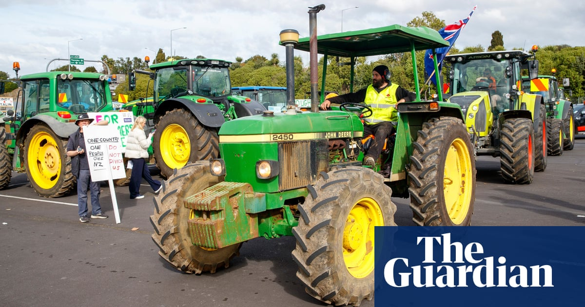 New Zealand farmers stage huge protest over environmental rules