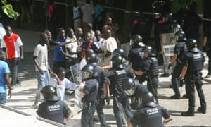Migrants confronting police in Salou, south of Barcelona