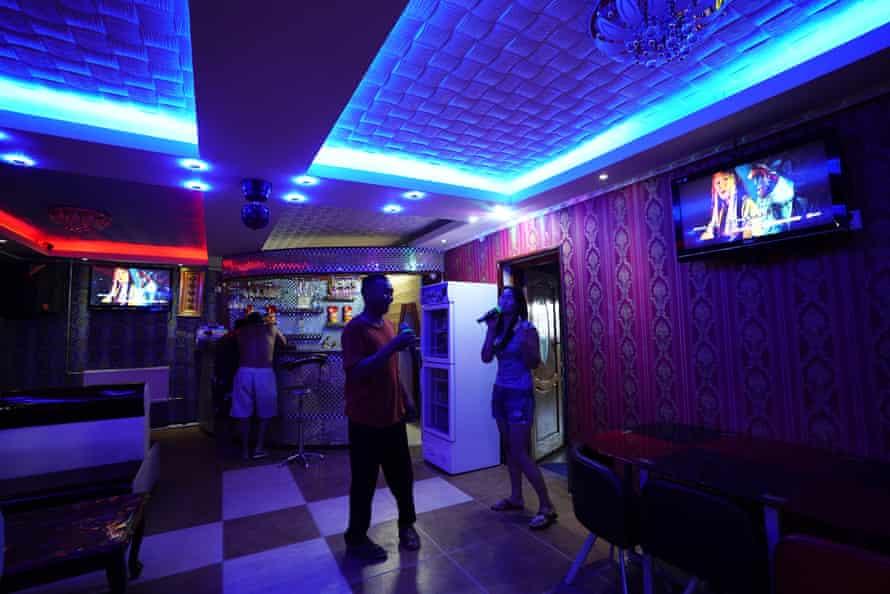 A karaoke bar in Khanbogd
