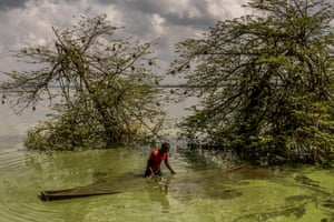 Third Prize, Environment Singles | Lake Victoria Dying | Frédéric Noy, France