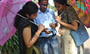 People use the SafetiPin app in Delhi.