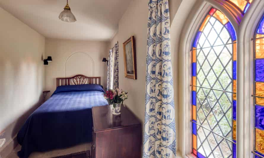 Small double bedroom at Cobham Dairy, Kent, UK